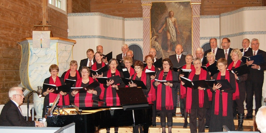 Bildet fra Salmekvelden i Kvinesdal kirke, onsdag 18. april 2012. (Foto: Otto Haugen)
