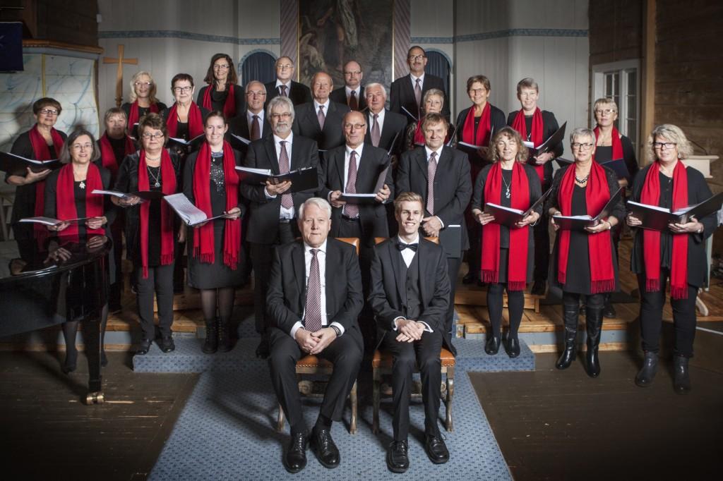 Schola Vocalis, med dirigent Arne Stakkeland og Akkompagnatør Earling Nikolaisen. Fotograf: Solfrid S Økland